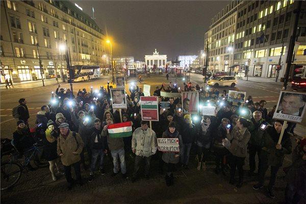 kozfelhaborodas_napja_demonstr_berlin_2014nov17