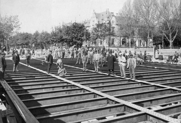 Andrássy út a Millenniumi földalatti Dózsa György (Aréna) úti állomásának építése 1895