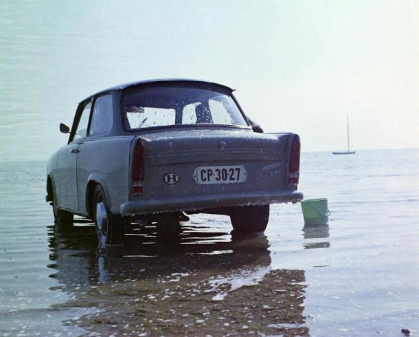 Trabant washed in Balaton, 1971 Photo: Fortepan.hu