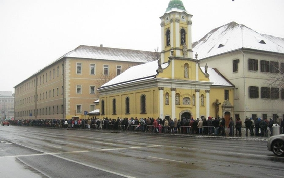 Queue for a soup kitchen, Christmas, 2015 - Budapest