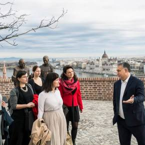 Orbán Moved Into the Royal Castle and HistoryTextbooks