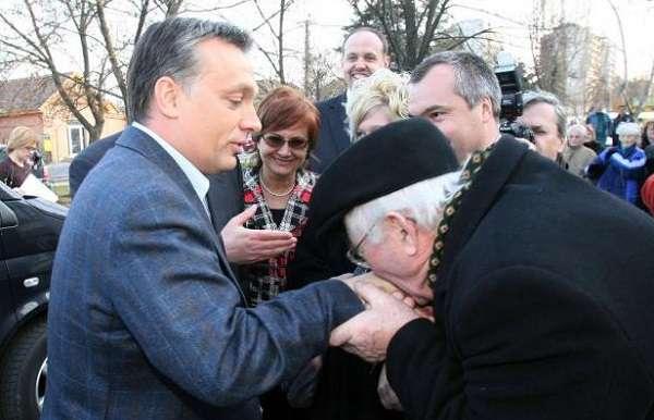 Orban_nyugdijas_kezcsok
