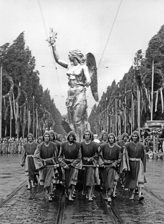 1930s munchen riefenstahl