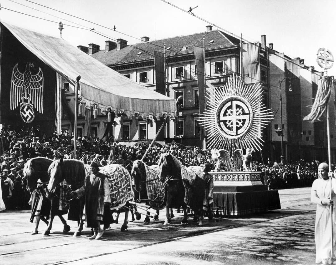 1930s munchen riefenstahl2