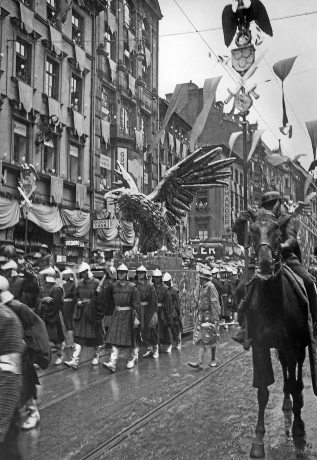 1930s munchen riefenstahl3